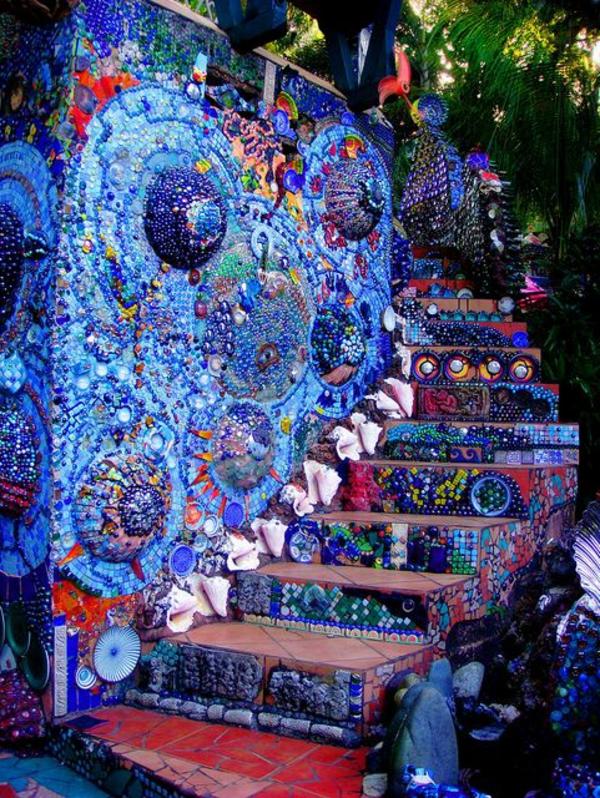 wunderschöne-Treppe-mit-Mozaik-gestaltet