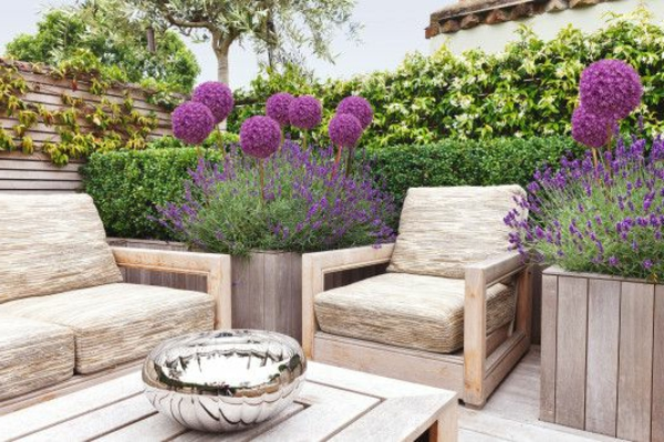 wunderschöne-effektvolle-Gartenterrasse-