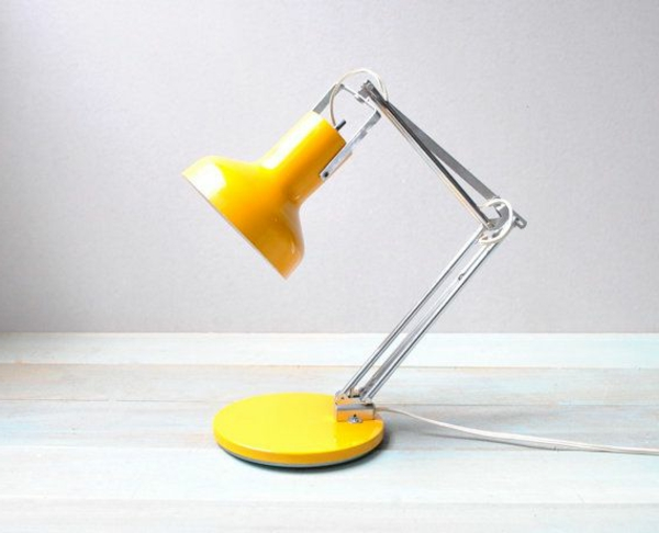 wunderschöne-gelbe-Schreibtischlampe-Design-Idee