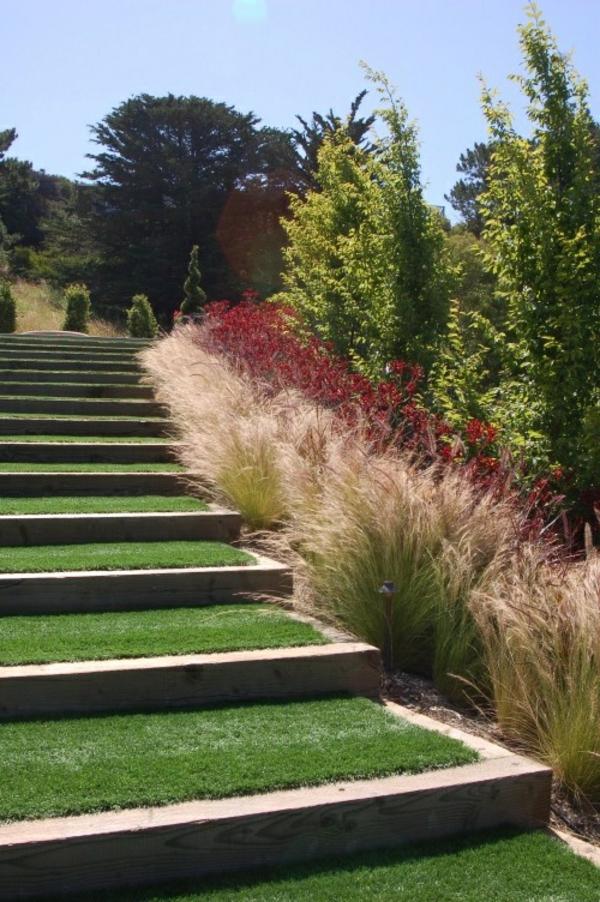 wunderschöne-treppen-mit-gras-bedeckt