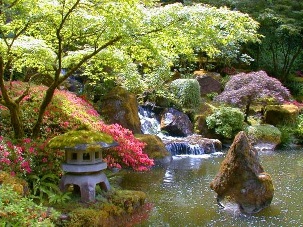 wunderschöner-Garten-in-Japanischem-Stil-