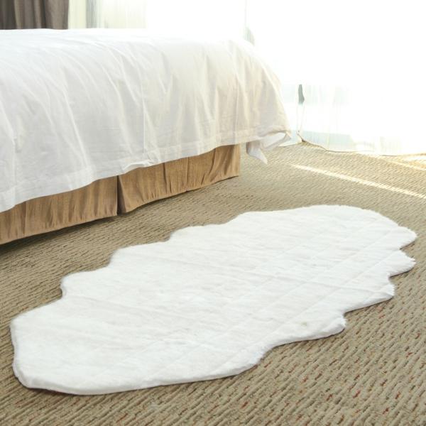 wunderschöner-Teppich-in-Farbe-Weiß