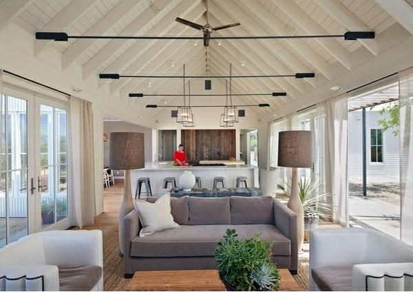 wunderschönes-wohnzimmer-mit-einer-hellen-decke