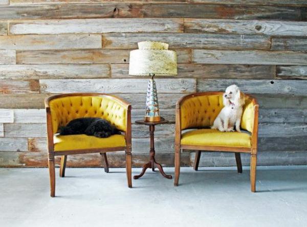 zwei-gelbe-Stühle-retro-stil