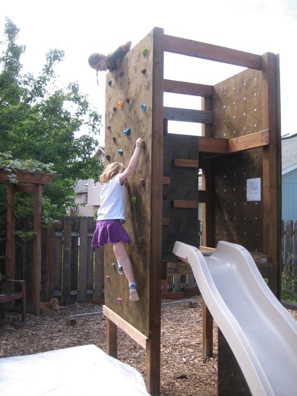 16-kletterwand-im-kinderzimmer-garten-rutsche