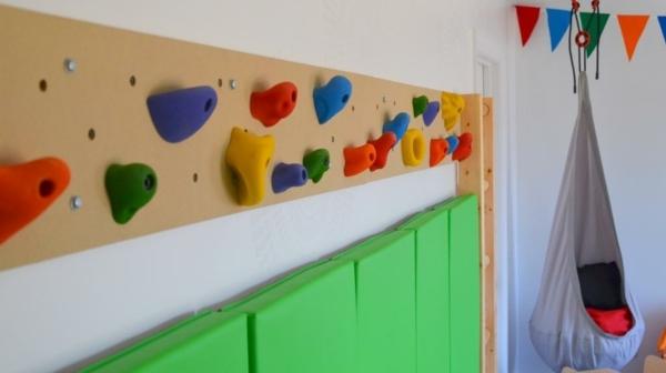 4-kletterwand-im-kinderzimmer-zubehoer