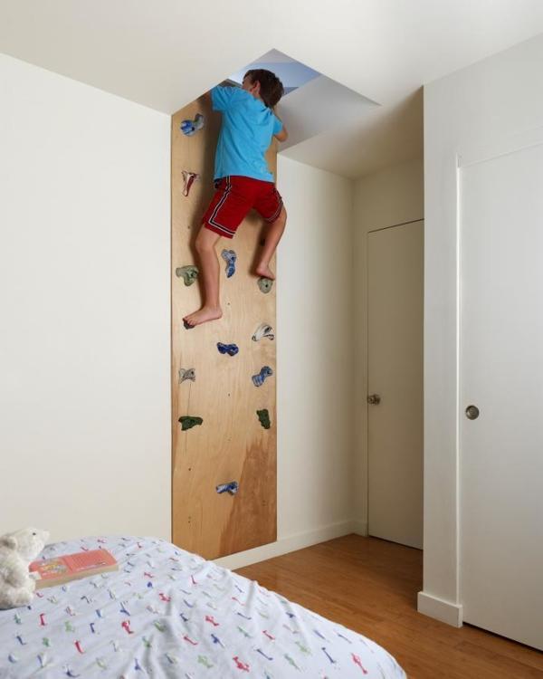 9b-kletterwand-im-kinderzimmer-leiter-zum-dachgeschoss