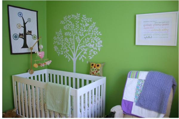 --Babyzimmer-Wandgestaltung-in-grüner-Farbe
