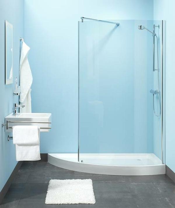 Badezimmer-Duschkabine-aus-Glas-hellblaue-Wand-Design-Idee