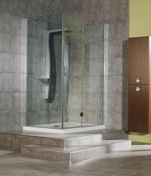 Badezimmer-mit-Dusche-mit-Kabine-aus-Glas-Design-Idee-