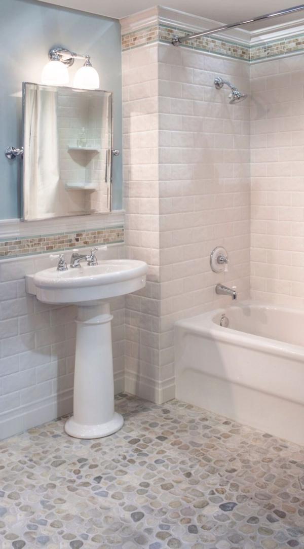 Badezimmer-mit-Fliesen-mit-Natursteinoptik-Fliesen in Natursteinoptik