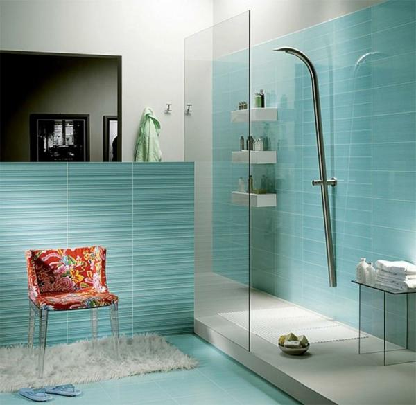 Wunderschöne Badideen für Fliesen – Hellblau mit weißen ...