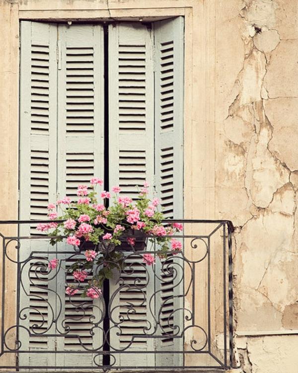 Balkon-mit-französischem-Design--Geländer
