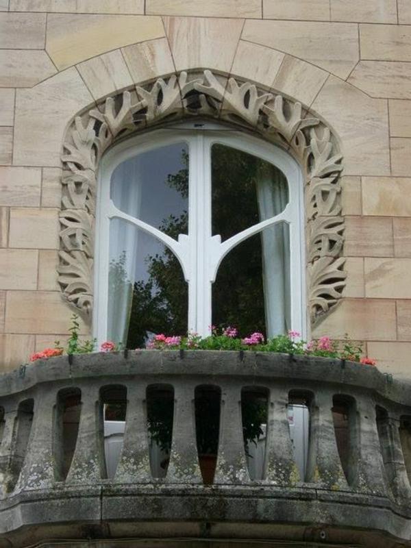 Balkone-mit-Geländer-Stein-