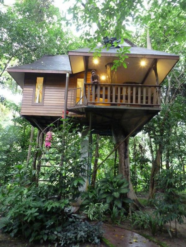 Baum-im-Haus-Architektur-Ideen-Terrasse