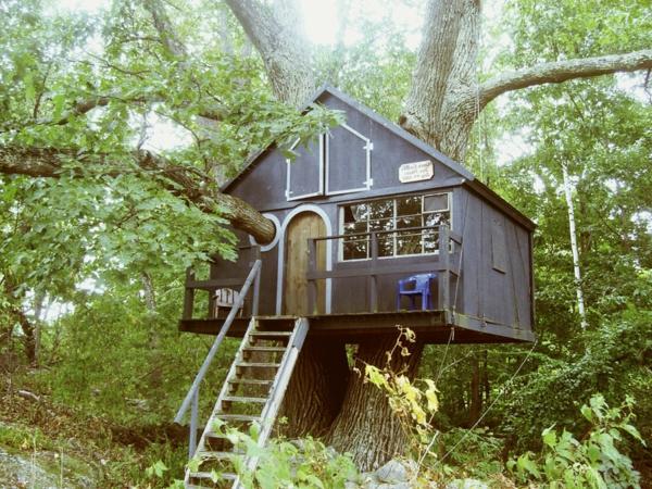 Baumhaushotel-im-Wald