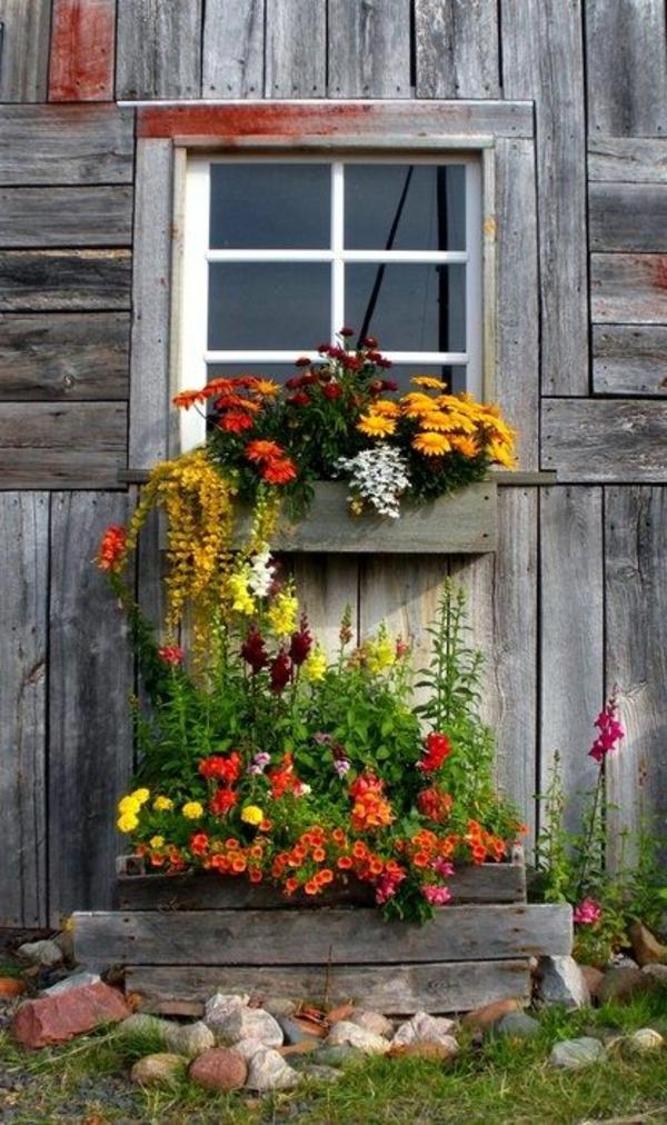 -Blumenkaesten-für-Balkon-aus-Holz