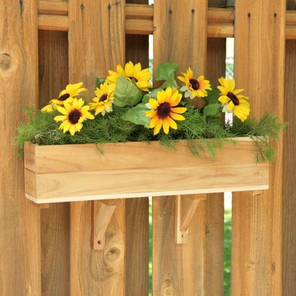 Blumenkasten-für-den-Balkon-aus-Holz-Sonnenblumen