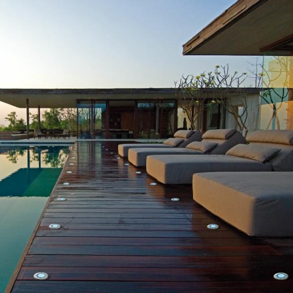 Bodeneinbaustrahler-Led-am-Pool-Idee-LED Bodeneinbaustrahler