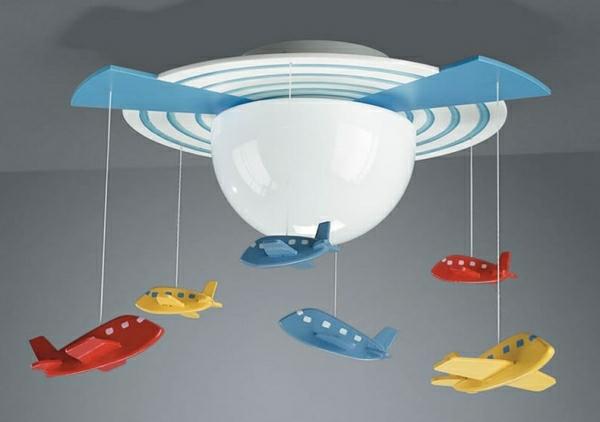 Deckenleuchten-fürs-Kinderzimmer-mini-flugzeuge-junge-kinderzimmer