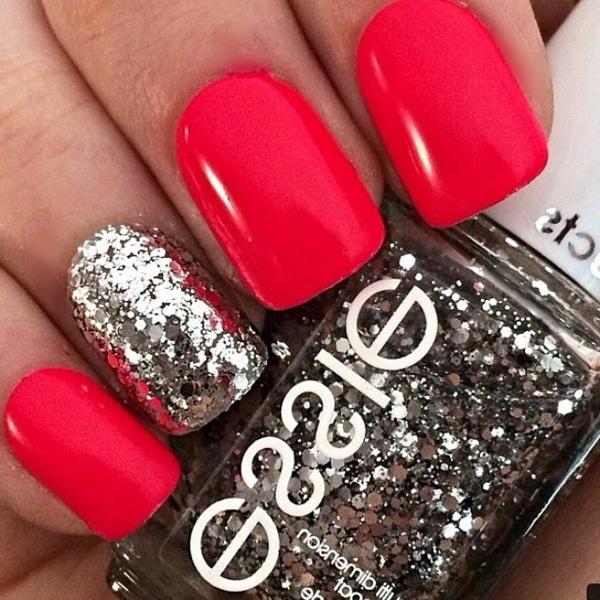 Design-Fingernägel-Rot-Silber