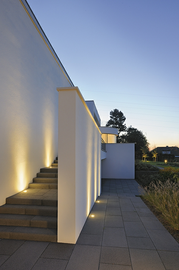 LED-Beleuchtung-auf-den-Treppen