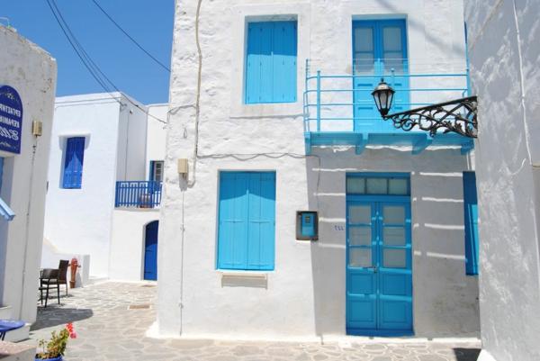 Fensterladen-Holz-hellblaue-Farbe