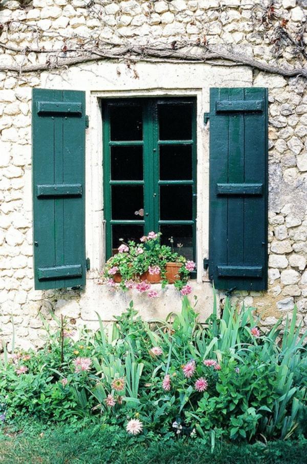 Fensterladen-Holz-in-Grün-