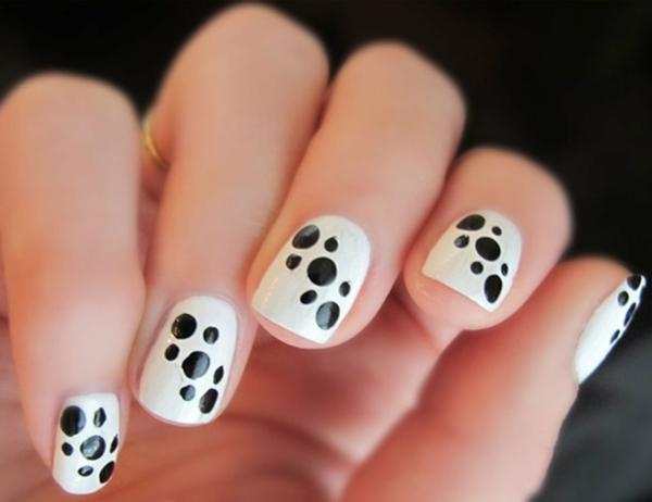 Fingernägel-Design-Dalmatiner-Punkten