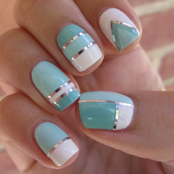 Fingernägel-Design-Ideen-Weiß-und-Hellblau