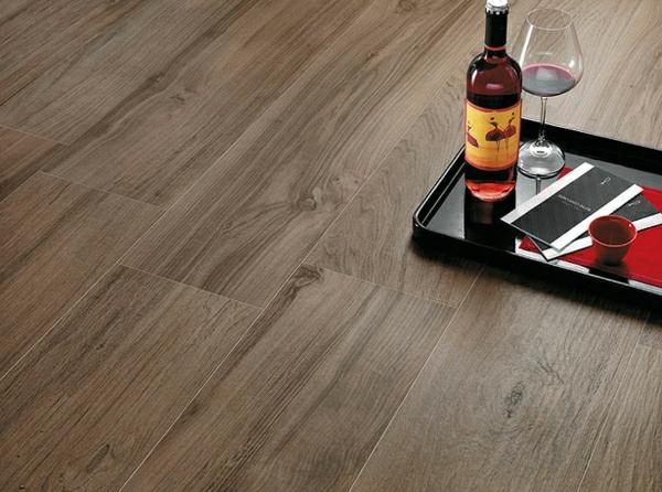 Fliese-mit-Holzoptik-Wohnzimmer-Design