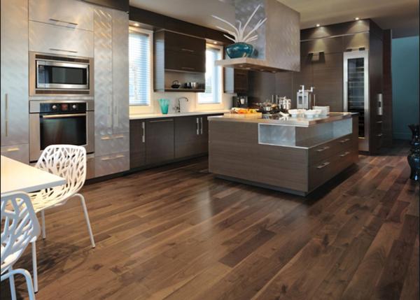 Fliesen-Holzoptik-in-der-Küche