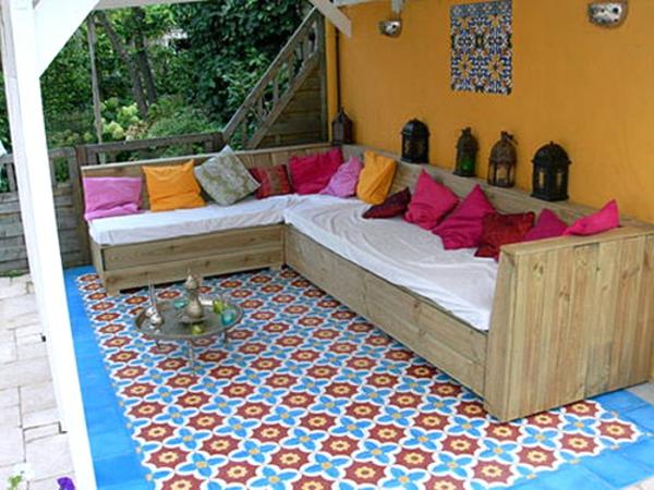 Fliesen-mit- Marokkanischem-Design-draußen-