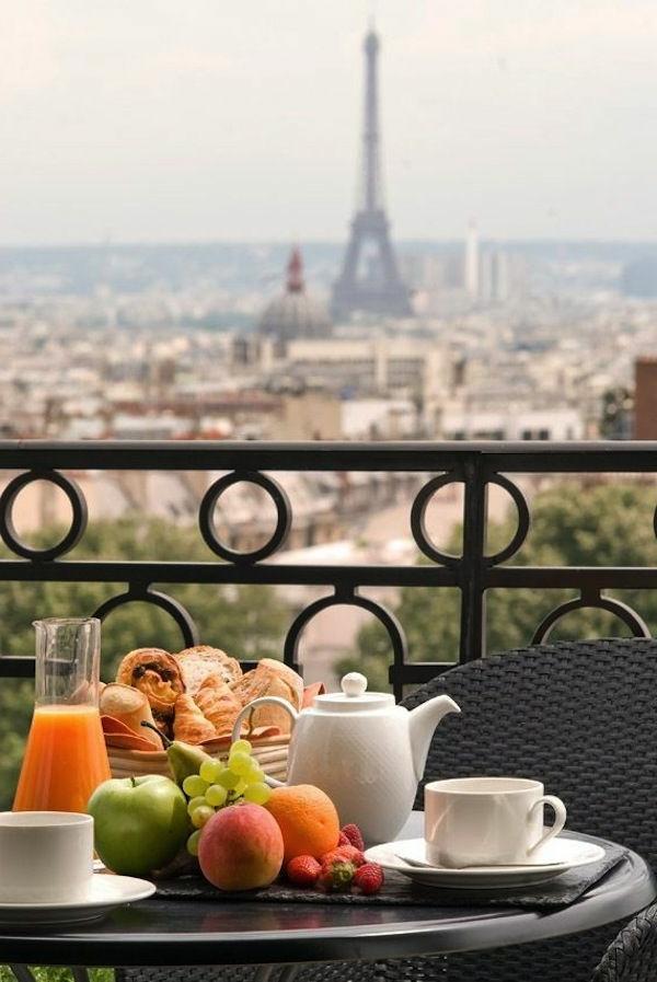 -Gebäude-mit-französischem_Balkon?Paris