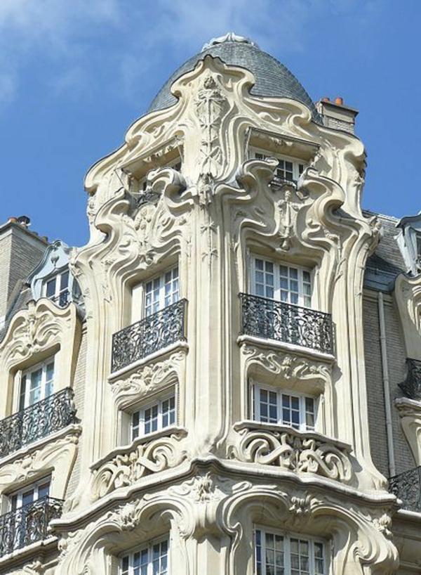 Gebäude-mit-französischen_Balkonen
