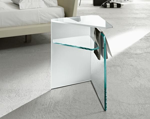 Glas-Beistelltisch-im-Wohnzimmer-