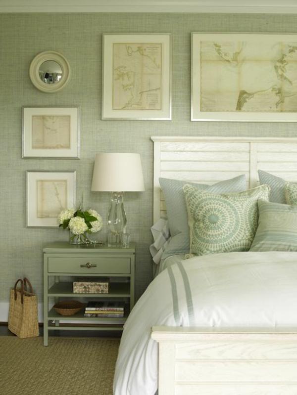 Grüntöne-Wandfarbe-Schlafzimmer-mit-Bilder