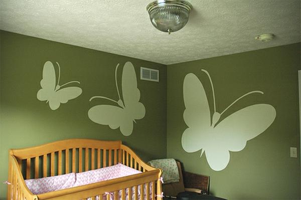 Grüntöne-Wandfarbe-Schmetterling
