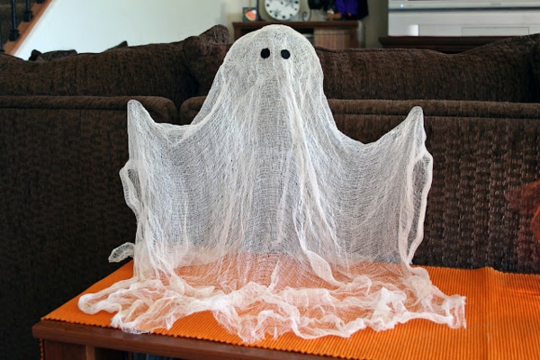 Halloween Deko mit Gespenst aus Binde selber machen