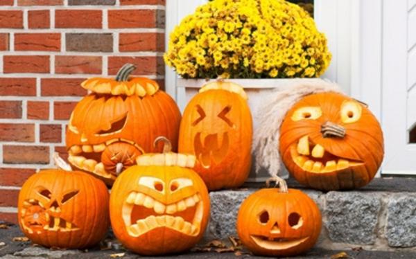 Dekoration -zum-Halloween-Kürbisse-ausschneiden