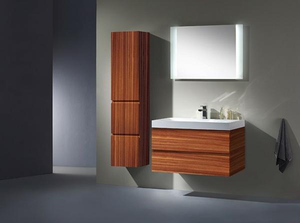 Hochschrank-fürs-Badezimmer-aus-Holz