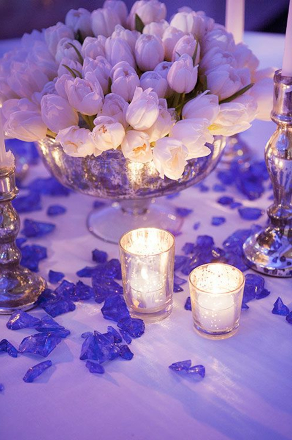 Hochzeitsdeko-Lila-Tischdekoration-mit-Tulpen