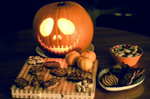 Idee-Halloween-Kürbis-schnitzen-