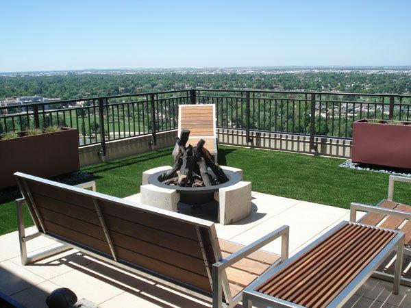Idee-Kunstrasen-für-die-Terrasse-mit-Aussicht