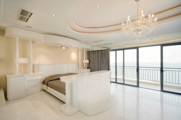 weißes minimalistisches interieur design home office