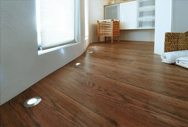 Led-Bodenleuchten-Holzboden-Ideen-LED Bodeneinbaustrahler