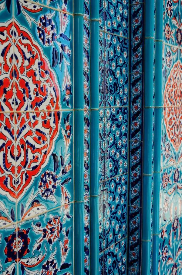 Marokkanisches-Design-Fliesen-in-Blau