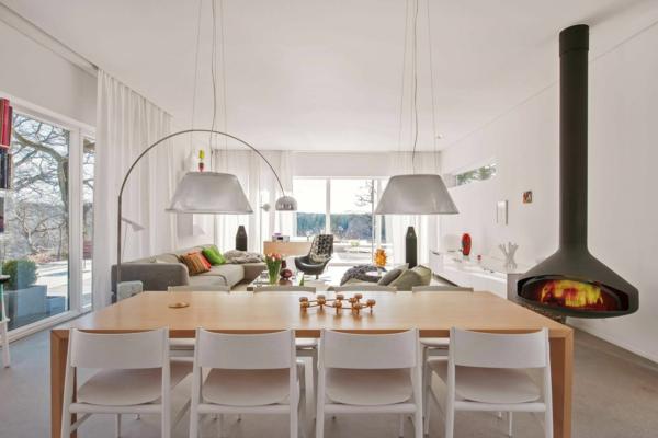 Moderne-stilvolle-Villa--Stockholm-Kamin-im-Esszimmer