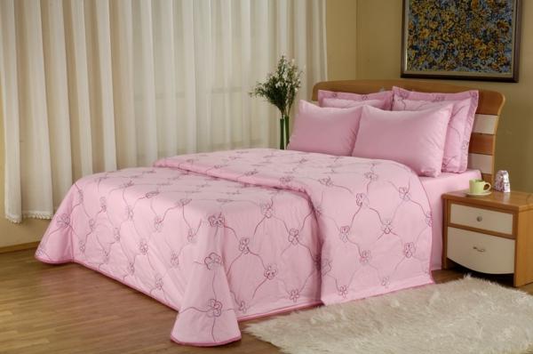 Schlafzimmer-in-Rosa-Bettwäsche