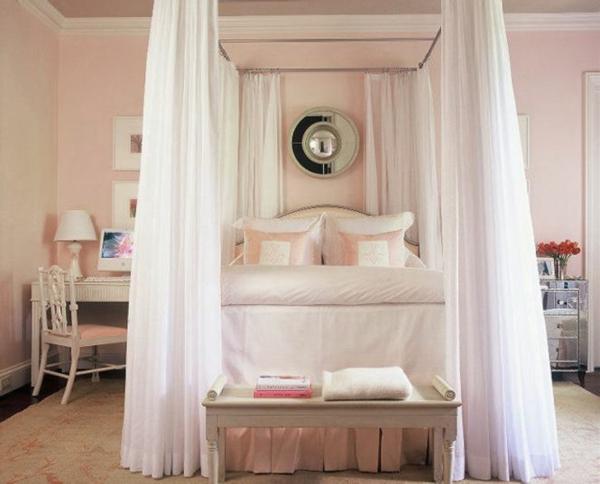 Schlafzimmer-in-Rosa-und-Weiß